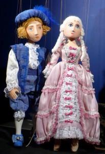 Prinz und Dornrösli stehend